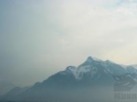 Berggipfel mit Nebelwand